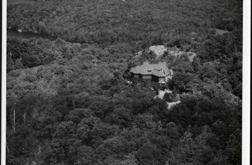 Aerial view of O'Brien House, near Meech Lake, Quebec. Circa 1948-1960. Credit: Library and Archives Canada / National Capital Commission fonds / e999915017