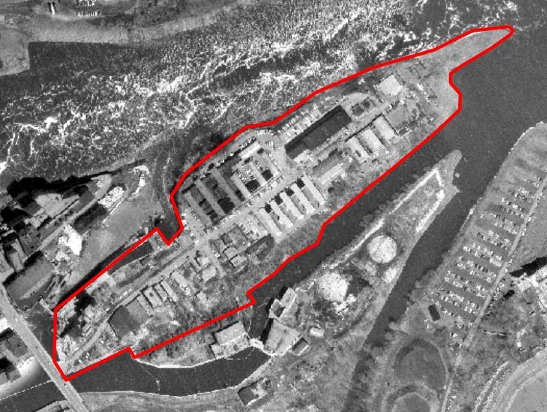 Vue aérienne du secteur avec délimitation de l'île en rouge.