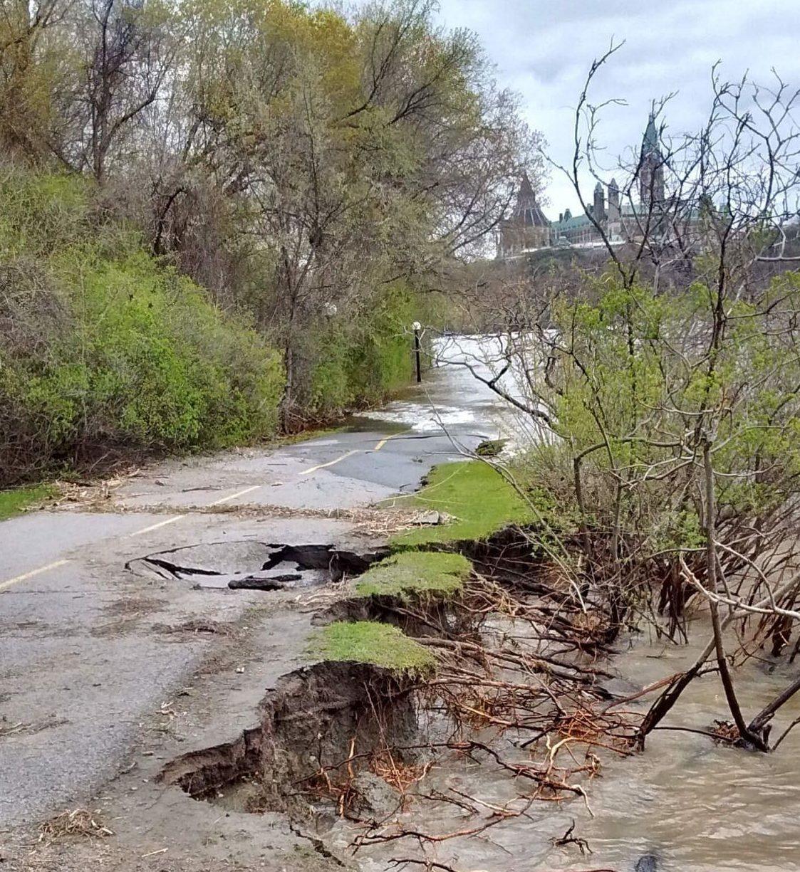 Le sentier des Voyageurs endommagé par les inondations du printemps 2017.