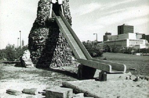 Glissade de castor, île Victoria. Septembre 1979. Crédit : Commission de la capitale nationale