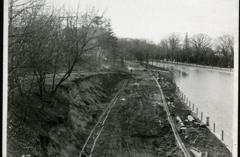 Vue de la rive sud du canal Rideau depuis le pont de la rue Bank. 5 novembre 1929. Crédit : Bibliothèque et Archives Canada / Fonds de la Commission de la capitale nationale / e999909077