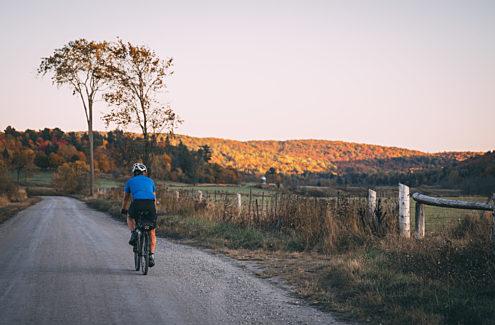 Cycliste sur le chemin Cross Loop