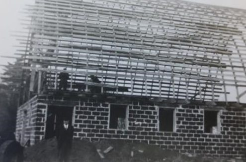 A black and white picture of the new Gray barn under construction, around 1947.
