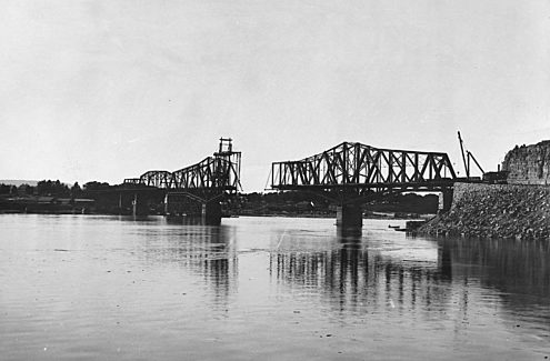 Interprovincial bridge (Alexandra Bridge) during construction, 1901. Credit: LAC/Topley/PA-013866