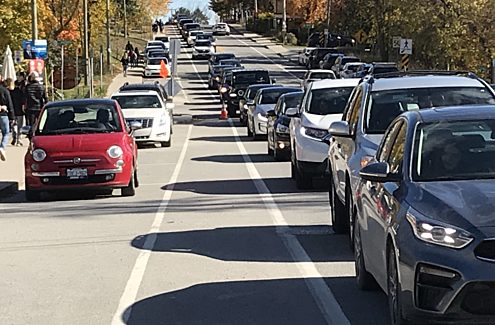 Traffic jam on Chemin du Lac-Meech, just before Scott Road.