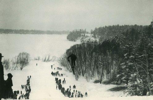 Saut à ski dans le parc de Rockcliffe. Février 1929. Crédit : Commission de la capitale nationale