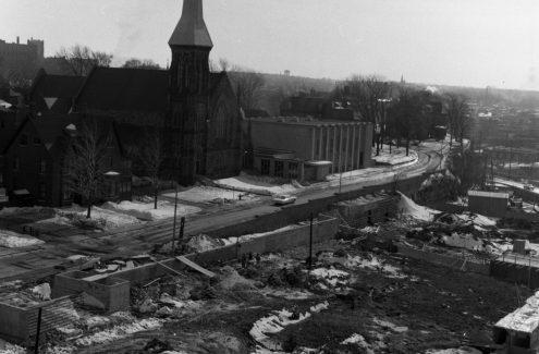 Construction du Jardin des provinces. Crédit : Bibliothèque et Archives Canada / Ted Grant / e999906269