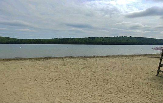 La plage Parent au lac Philippe dans le parc de la Gatineau