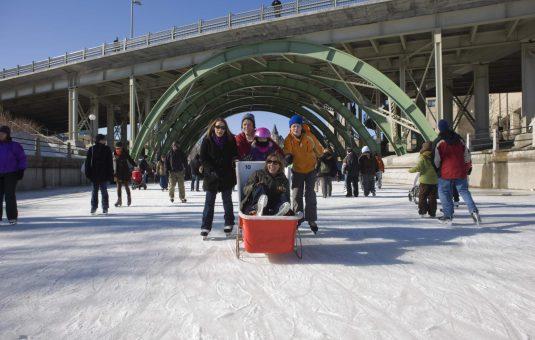 Cinq choses à essayer sur la patinoire du canal Rideau