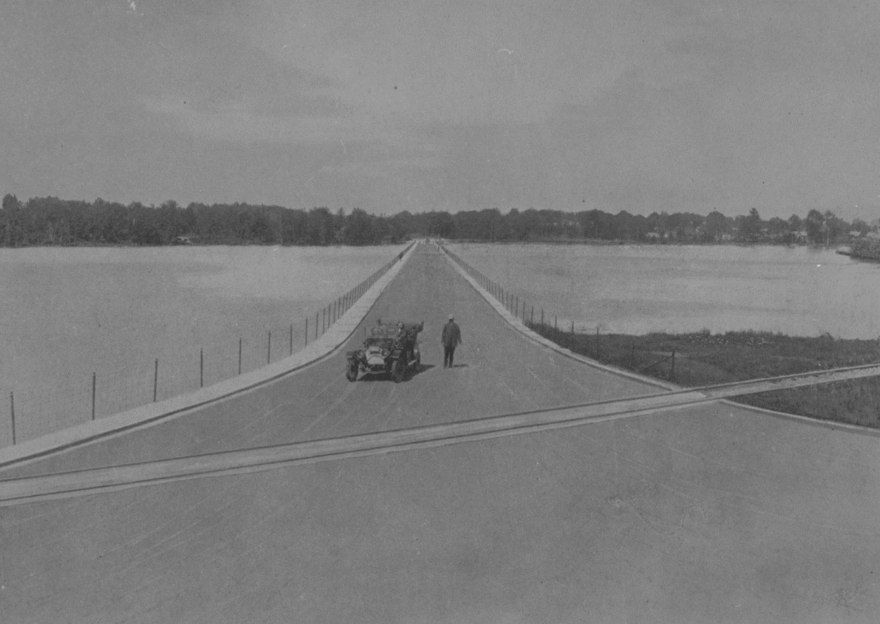 Dow's Lake Causeway. Credit: Special Report of the Ottawa Improvement Commission